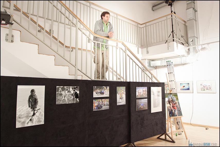 wieszanie zdjęć w Służewskim Domu Kultury (8)