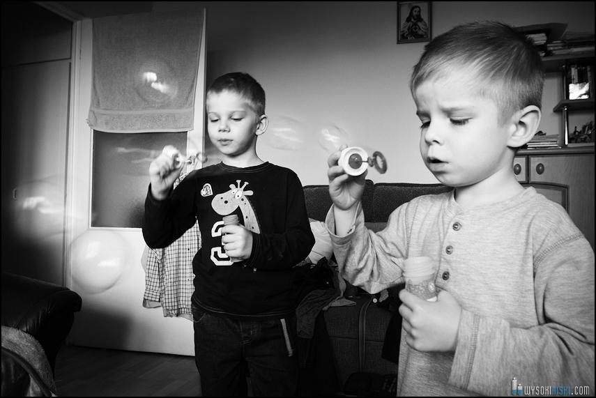 fotografia rodzinna, dzieci, wielkanocne przygotowania i pisanki (7)