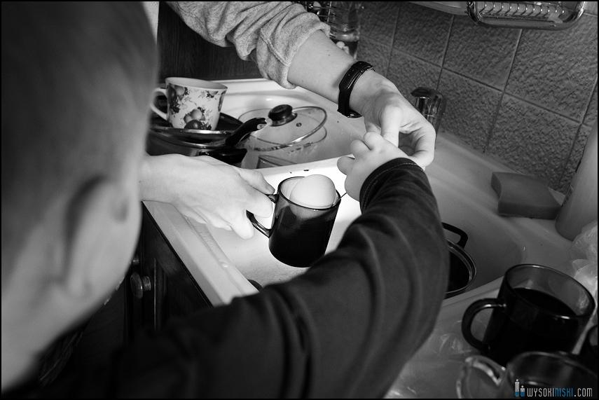 fotografia rodzinna, dzieci, wielkanocne przygotowania i pisanki (10)