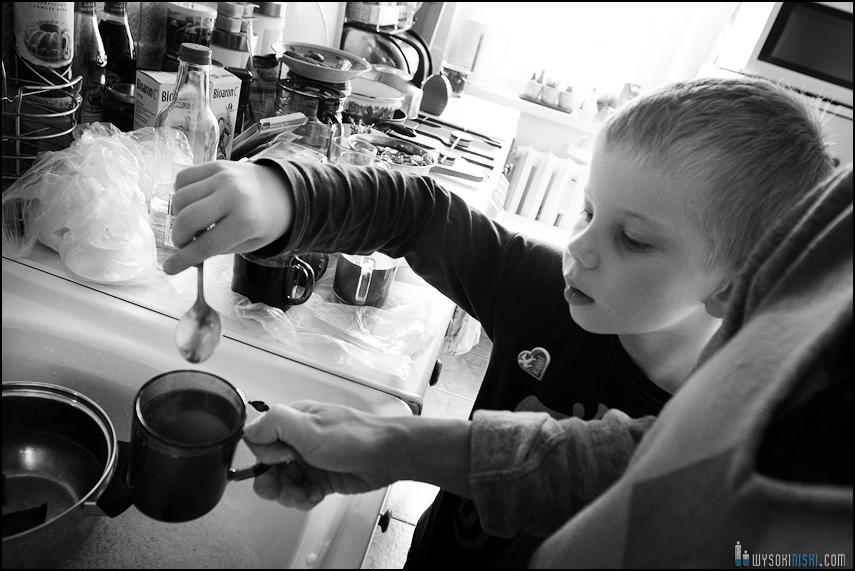 fotografia rodzinna, dzieci, wielkanocne przygotowania i pisanki (11)
