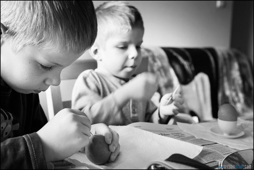 fotografia rodzinna, dzieci, wielkanocne przygotowania i pisanki (15)