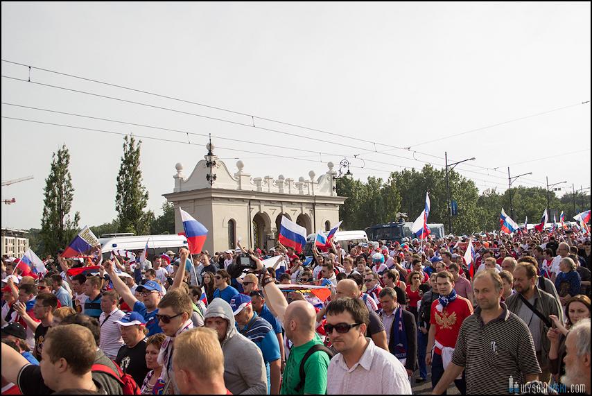 Polska - Rosja , marszkibiców na stadion narodowy, chwilę przed meczem. Euro 2012 (1)