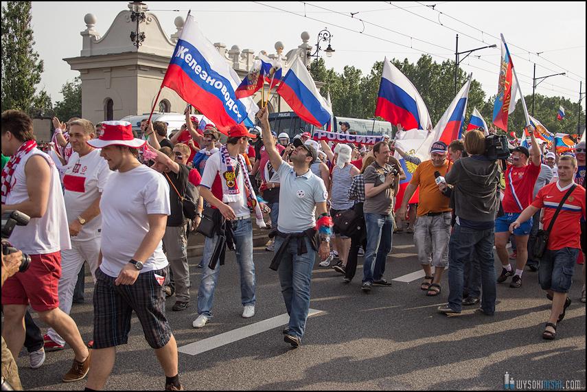 Polska - Rosja , marszkibiców na stadion narodowy, chwilę przed meczem. Euro 2012 (2)