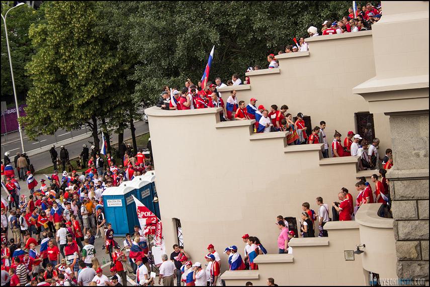Polska - Rosja , marszkibiców na stadion narodowy, chwilę przed meczem. Euro 2012 (10)