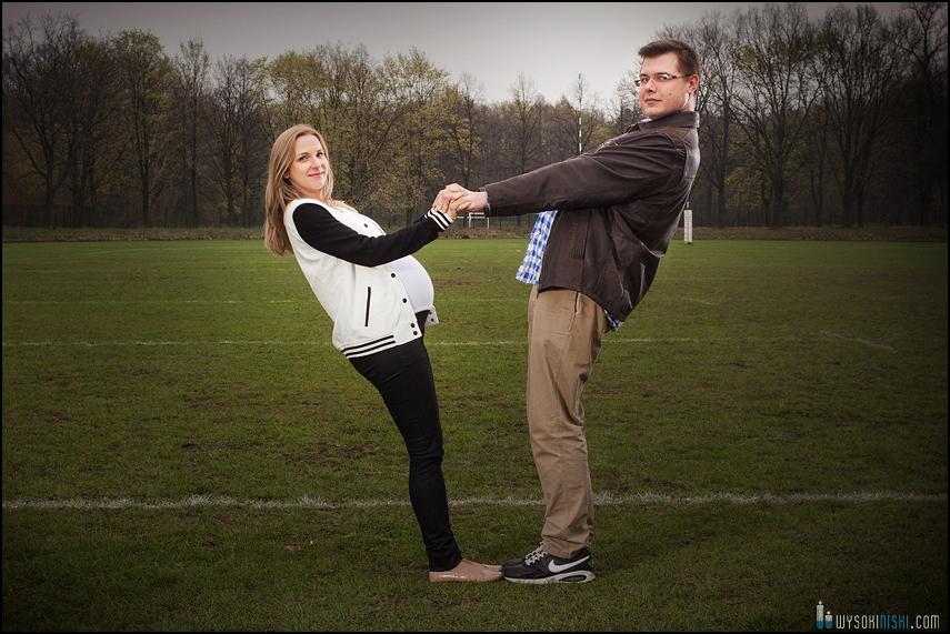 sesja ciążowa na sportowo, boisko rugby bielany