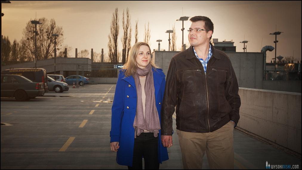 sesja brzuszkowa Pauliny i Andrzeja- spacer o zachodzie słońsa