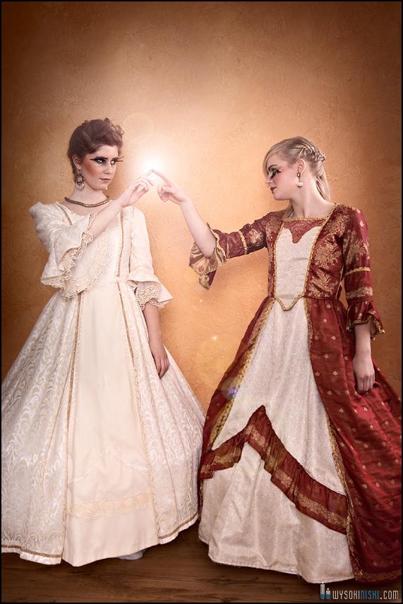 Zdjęcia dziewczyn w sukniach barokowych