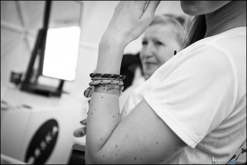 Biżuteria Anny Orskiej przymierzana przez redaktorkę VU Mag