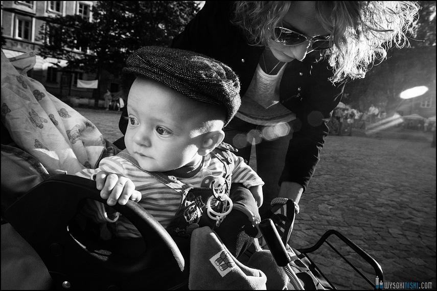 dziecko kaszkiet oldschool |zdjecia rodzinne | plener chrzest warszawa