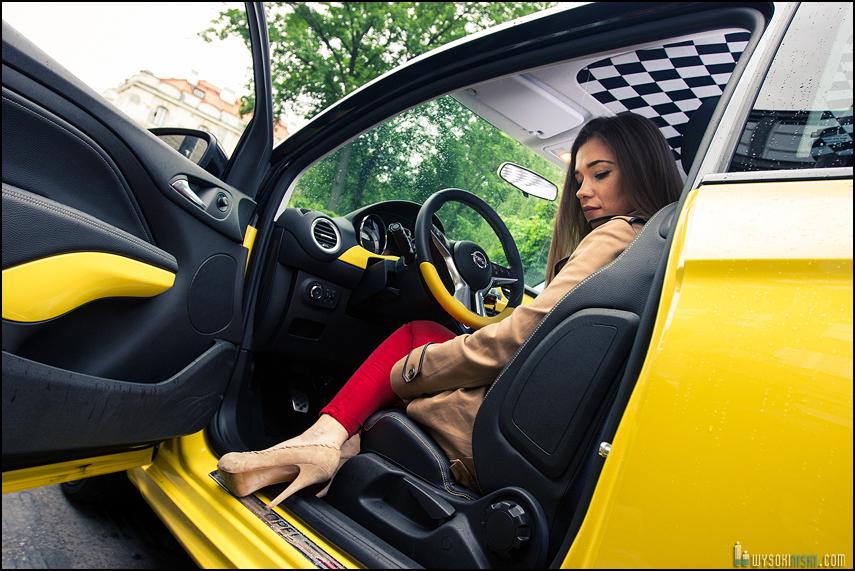 Podsufitka w szachownicę Opel Adam