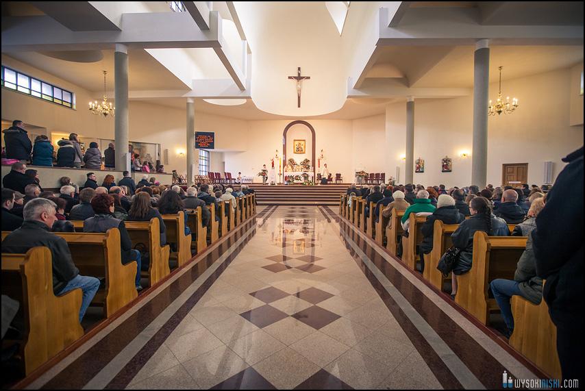 kościół matki bożej nieustającej pomocy wnętrze