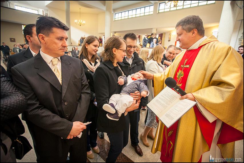 fotograf chrzest znak krzyża ksiądz