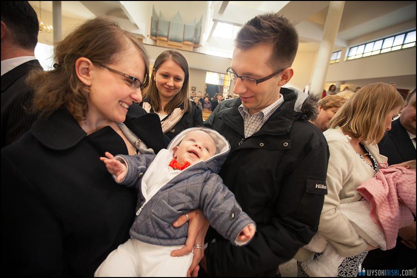 uśmiech dziecka w kościele