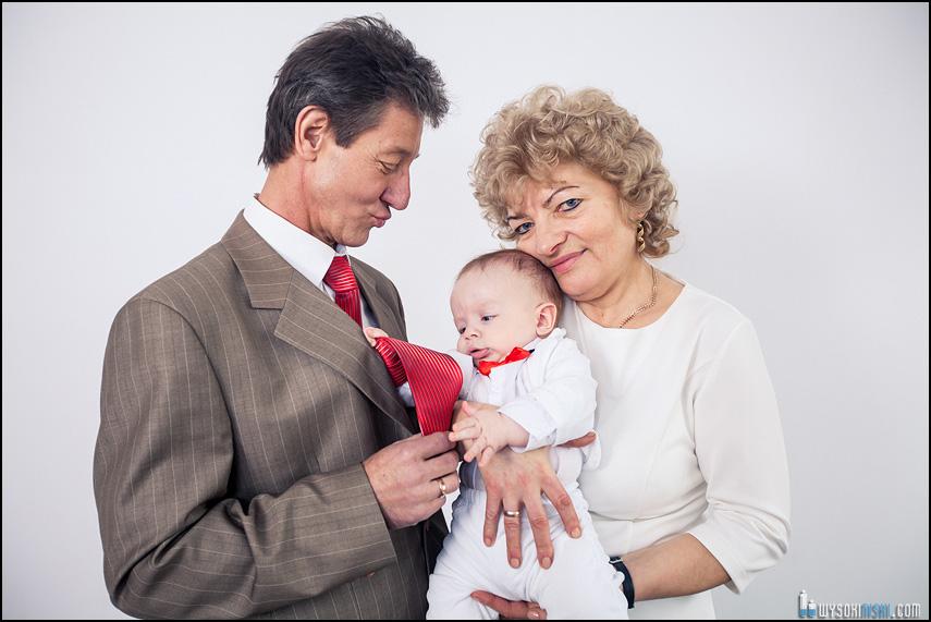 rodzinna sesja zdjęciowa babcia dziadek wnuk