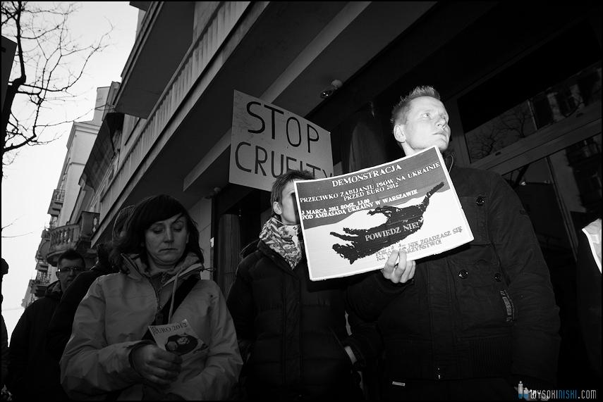 pikieta protest- przeciw zabijaniu psów na Ukrainie w ramach przygotowań do Euro 2012 (28)