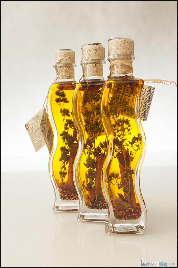 aromatyzowana oliwa w butelkach w restauracji El Greco w Warszawie