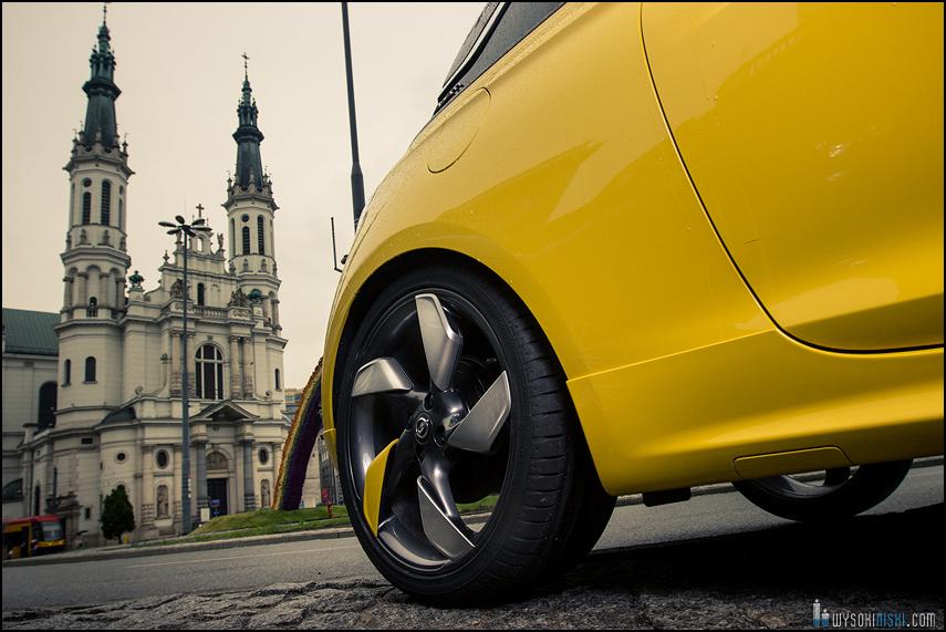 Sesja zdjęciowa Opel Adam na Placu Zbawiciela Tęcza