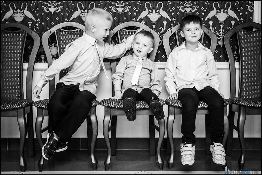 sesja zdjęciowa trzech chłopców
